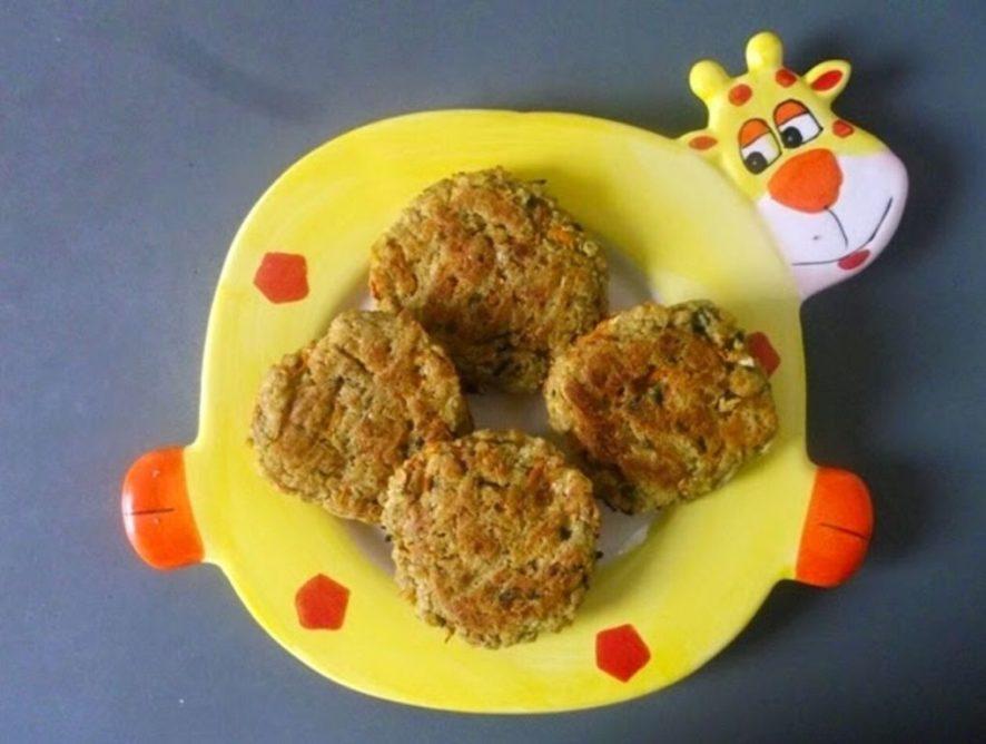 Pieczone placuszki z kaszy jaglanej z warzywami